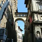 Il pezzetto di Corridoio Vasariano che collega la Galleria degli Uffizi al Palazzo Vecchio.