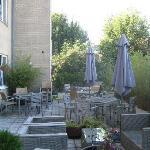 La terrazza retrostante alla hall ed il bar