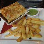 Steak and ale pie + chips