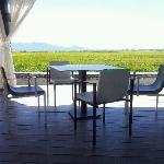 Comedor terraza frente al arrozal.