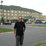Devant le Days Inn on peut marcher grand à l'entours.