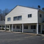 Red Carpet Inn Ashford CT, front entrance