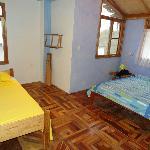 chambre 2 grand lits , il y aussi une autre chambre avec lit superposés