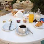 breakfast in giardino!!