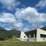 Món Natura Pirineus building and surroundings