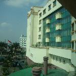 Vista desde la habitación, hacia el frente del hotel