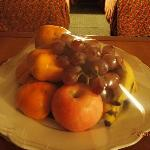 complimentary fruits.. love it! :)
