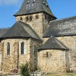 Une église villageoise qui se laisse contempler