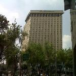 Vista frontal del hotel