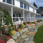 Anchor Inn by the Sea - beautifully landscaped