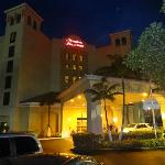 Night view of the Hampton Inn & Suites Miami-Doral/Dolphin Mall