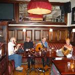 Música tradicional en el bar