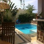 Leuk, klein, schoon zwembad met jetstralen.