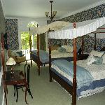 Queen & Full Canopy Beds, Full Breakfast,Private Bath,Deck, Refrig,WiFi,Flat Screen TV with Cabl