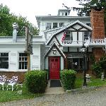 Mermaid Restaurant & Pub at Homeport