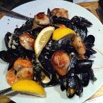 Starter of scallops, mussels and crevetts in garlic, herbs & cream to share