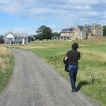 Camino entre el campo de golf hacia la playa