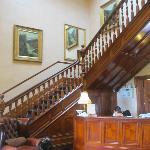 Escaleras y recepción