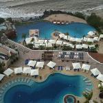Las piscinas del hotel, frente a la playa.