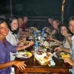 cena, muy rıca comıda en a la parrılla, cordero , pescado,!!