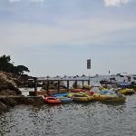 Les multiples embarcations à disposition dans la calanque...