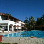 ciel bleu piscine et bronzette