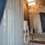 Ванная комната с окном и выходом на террасу