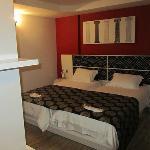 Honeyroom suite bedroom