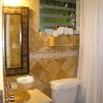 Villa 4 master bathroom