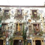 Fachada del hotel y Museo Agrario