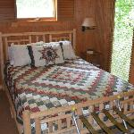 Creekside Cabin - Queen Bed