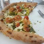 Shrimp pesto pizza