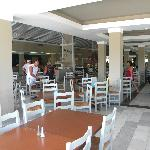 resto grec/salle a manger matin et midi