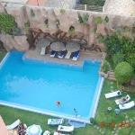 Vistas de la piscina, desde la terraza-bar del ático del hotel