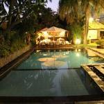 Pool bei Dämmerung(im Hintergrund das kleine Restaurant)