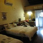 Family suite - 1 queen bed and 1 sgl