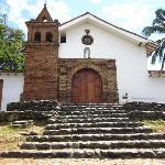 La iglesia por el frente