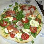 pizza rucola, pomodori, mozzarella