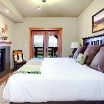 A suite guestroom