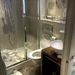 Twin bed hotel room - Bathroom