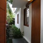 プレミアルームMORI 門と玄関とお庭への道 プライベート空間です