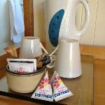 Il bollitore di cortesia con té, caffé e latte Parmalat!