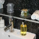 The Bartons Room Bathroom amenieties