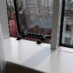 Fenster mit Sprung in der Scheibe
