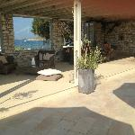 Pool area - view to the beach