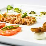 Rucola salad with dutch shrimp, heirloom tomatoes, bocconcini mozarella, dried figs and pesto