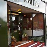 Smiths Restaurant Resmi