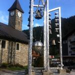 Kirchenglocken vis a vis Hotel