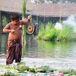 Klong Sra Bua Weekend Floating Market & Water Theatre
