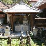 Memorial to Le Mayeur and Pollok